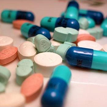 عوارض، تداخل و مقاومت آنتی بیوتیک ها